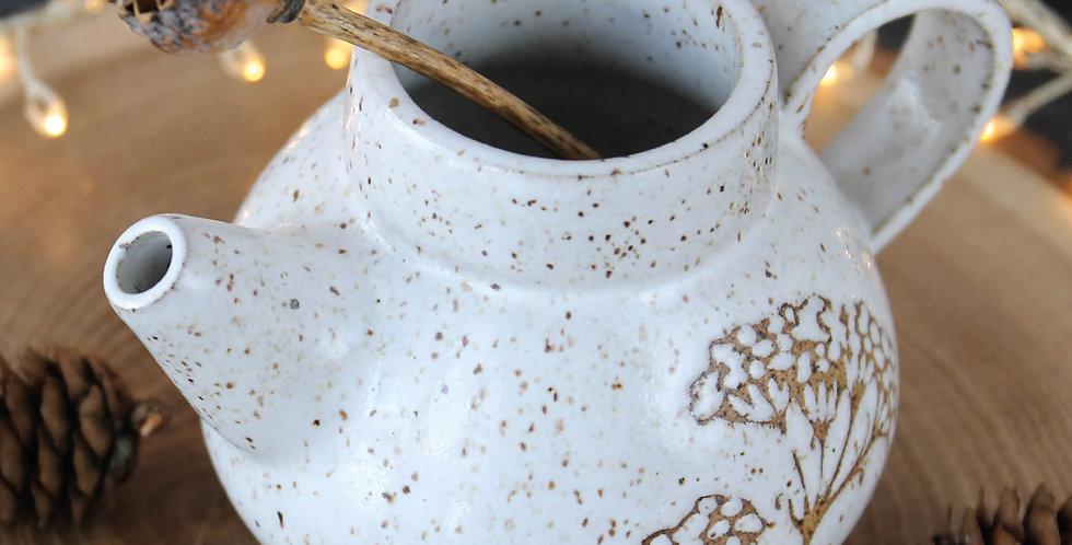 Чайник с укропом