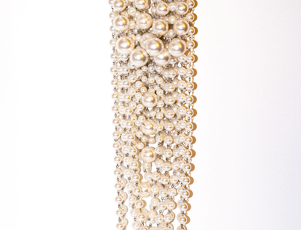 Dripping pearl necklace