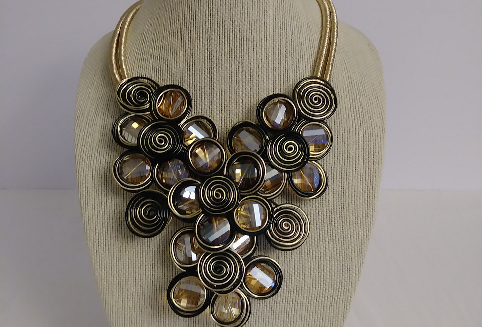 Circle drop necklace with gold