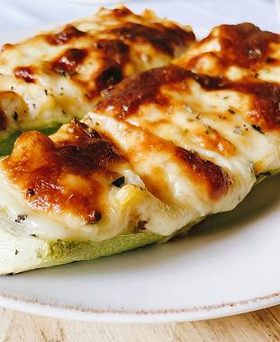 Barquitos de zucchini rellenos de choclo y queso