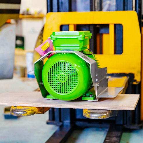 green-marine-motor-on-pallet-490x490.jpg