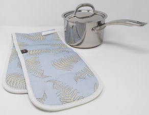 Oven Gloves in Fern Leaves Powder Patter