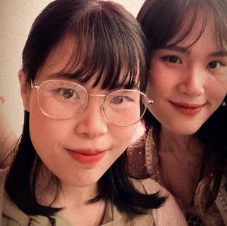 Nhu Y graduated in Japanese language and will soon leave for Tokyo to pursue linguistics studdies. Her sister attends the University of Foreign Language in Hue.