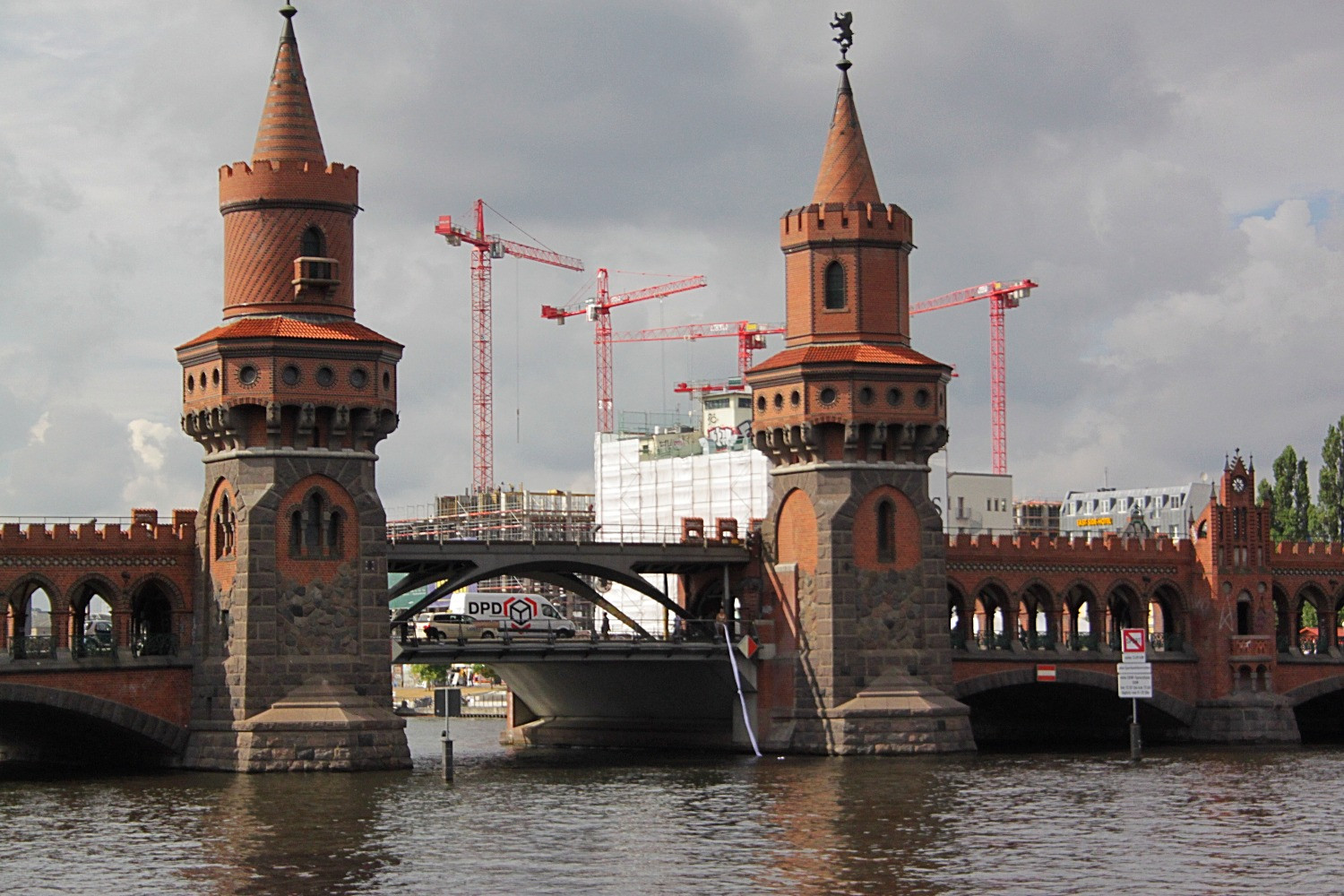 Two Seekers, 2013 Installed: Oberbaum Bridge Berlin Ongoing collaboration with Martina Marini Misterioso