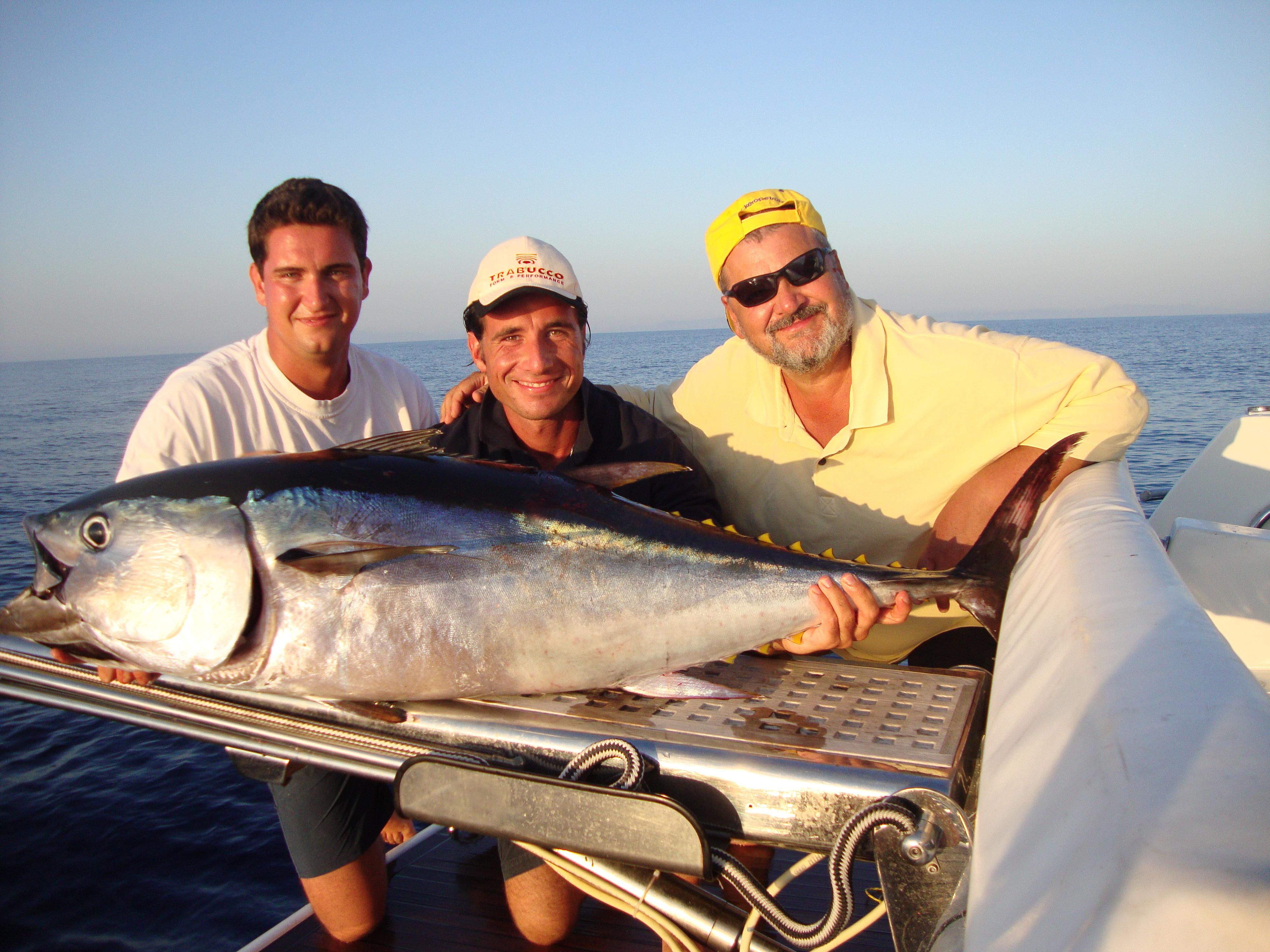 tonno rosso catturato a largo di marina Pisa.JPG