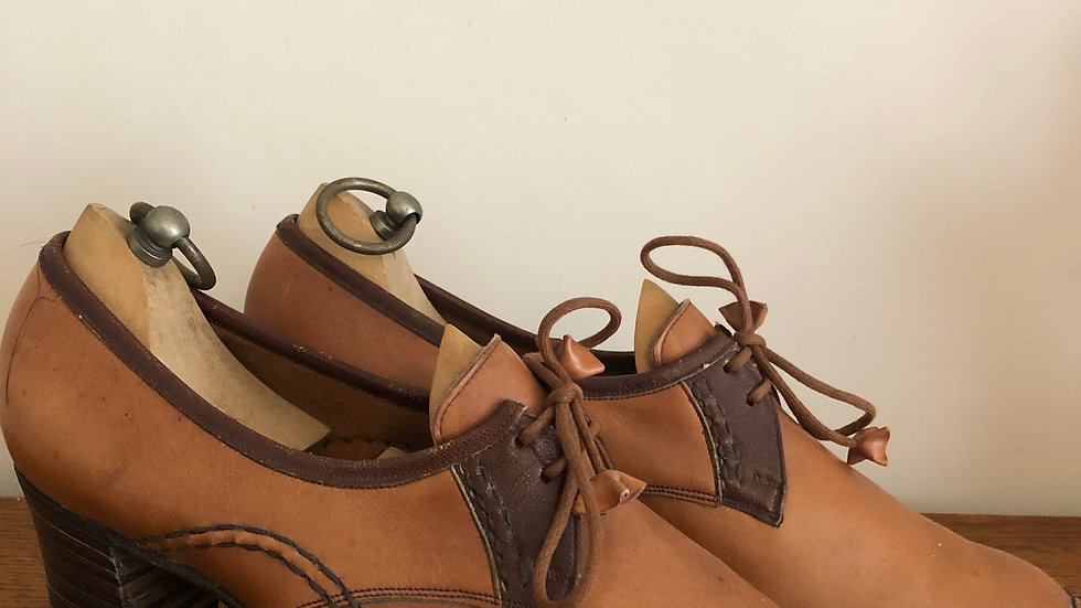 1940's style (but 1960's/1970's) Barker's Tan Leather Lace Ups - Size 5 UK