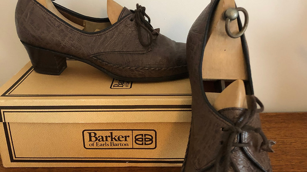 1940's style (but 1960's) Mushroom Leather Lace Ups by Barker - Size 5 UK