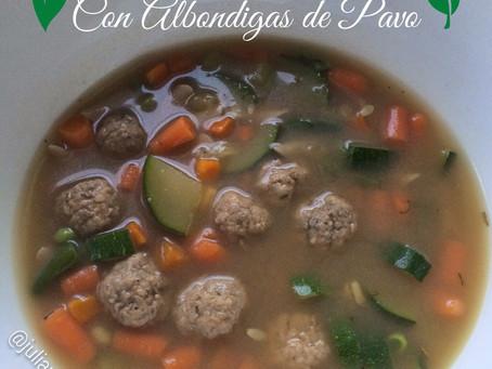 Sopa de Vegetales con Albóndigas de Pavo