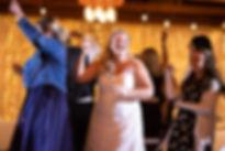 The bride loving the music _Chosendjs