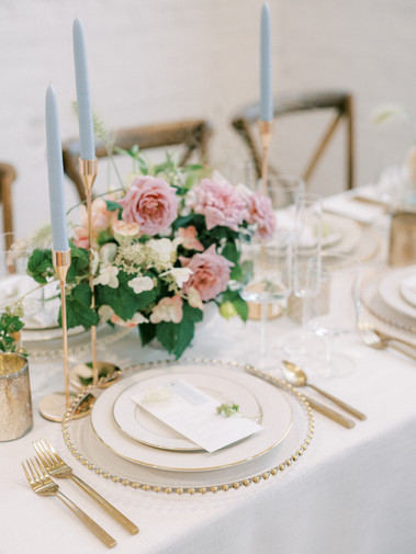 modern wedding decor tablescape gold blu