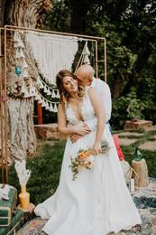 micro wedding bride and groom