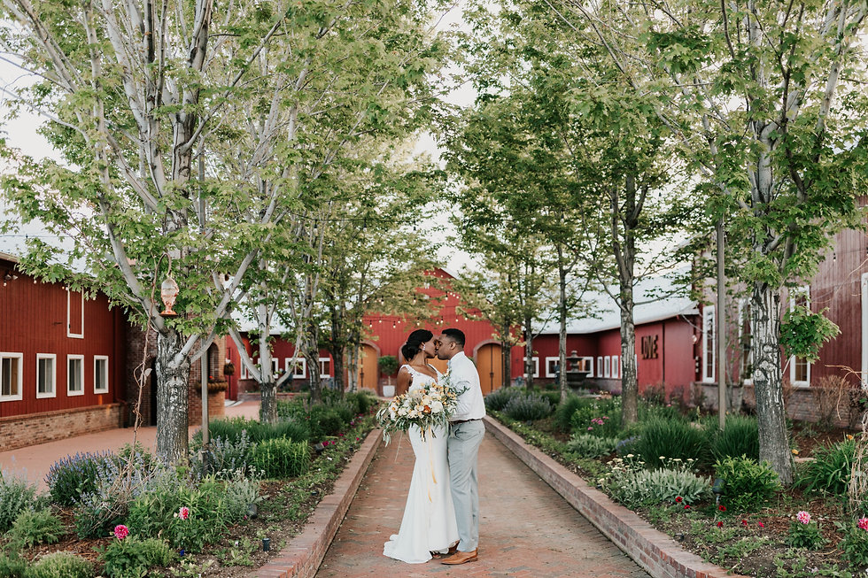 crooked willow venue bride and groom.jpg
