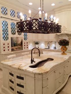 5 Villa Main Floor Kitchen (2).jpg