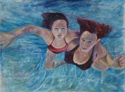 אמא ובת בבריכה