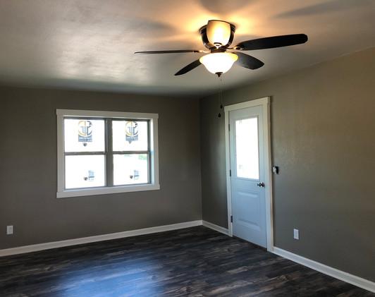 237 3rd Livingroom 2.jpg