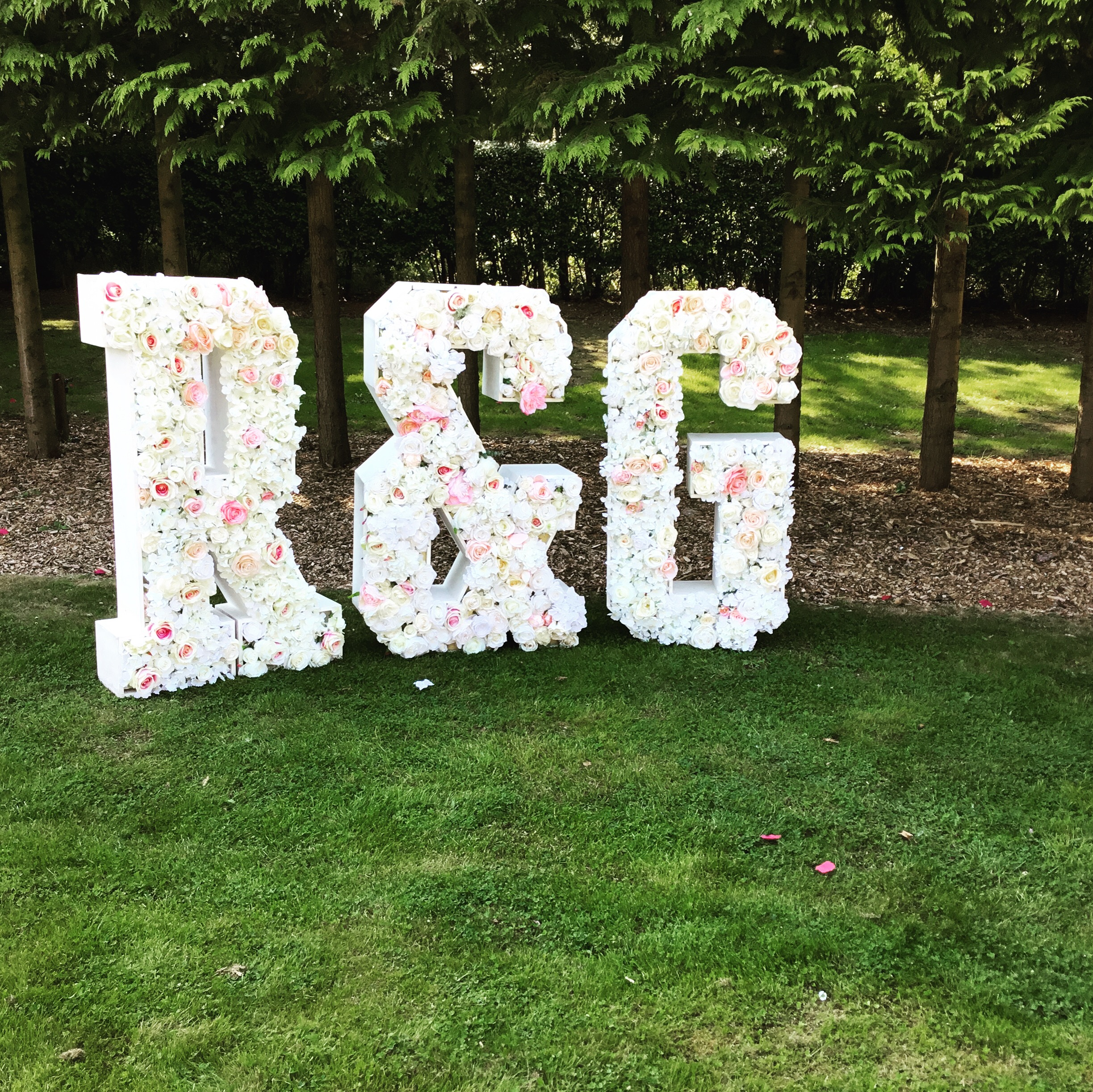 Floral Letters R&G in flowers