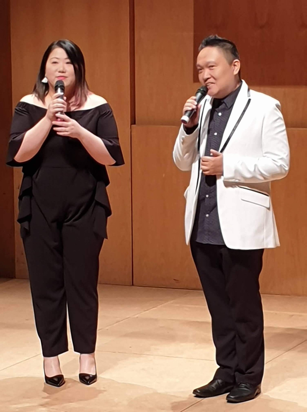 Miss Jen Jen & Andy Sir 擔任當晚的司儀、演唱會策劃及編排。