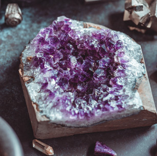 amethyst-druze-on-a-witchs-altar-for-a-m