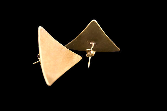 TRIANGLE BRUSHED EARRINGS