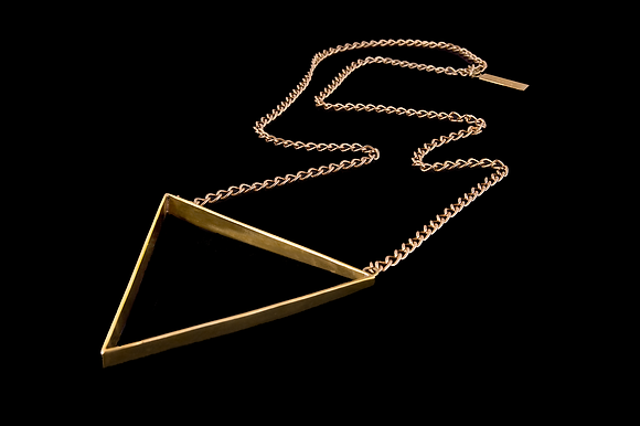 VENUS TRIANGLE NECKLACE