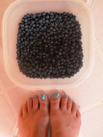 Blueberries and blue toes:)