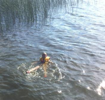 Mackaylaswimming 002
