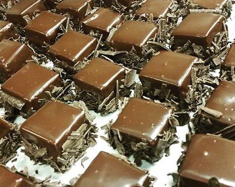 Lambrusco Chocolate Mousse Tortes