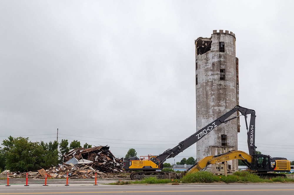 Photo silo being demolished