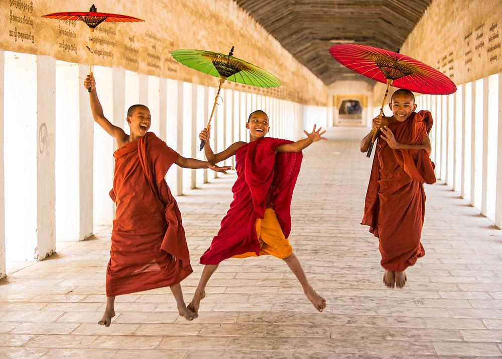 Photo colorful boys tibetan monk