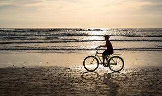 silhouette.mishra.bike.beach.costa.rica.