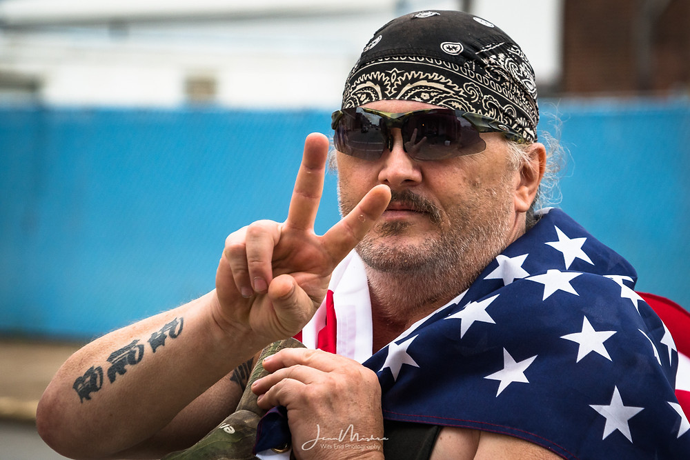 Photo man wrapped in ameraican flag patriotic