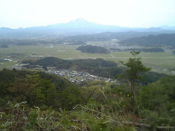 母塚山から大山臨む