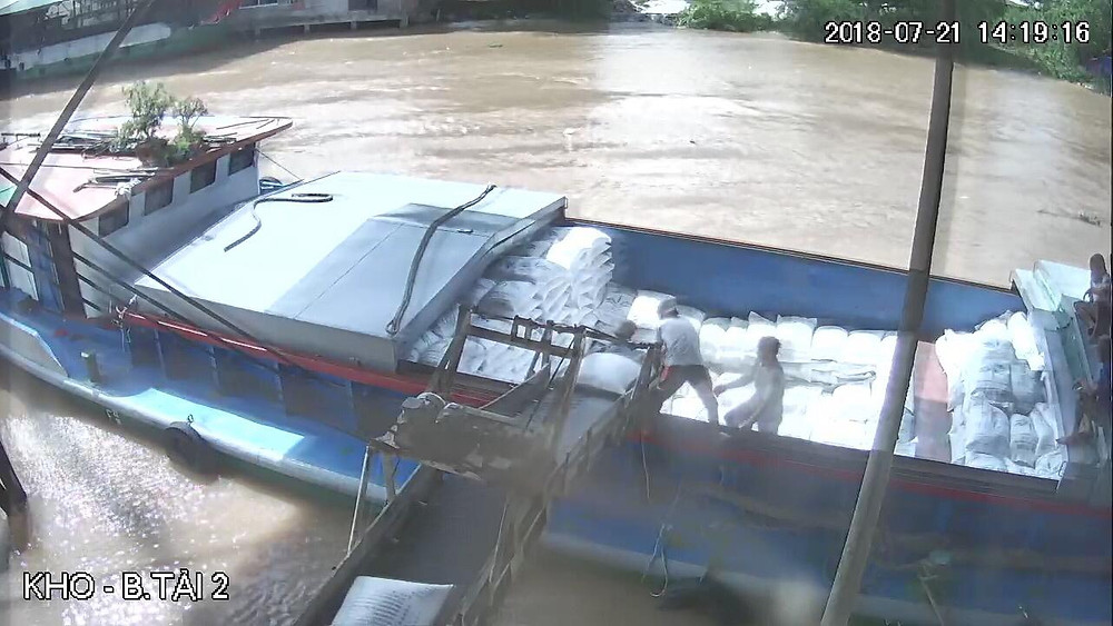 Rice loading on boat for Ho Chi Minh Port