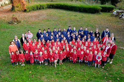 Photo-Groupe-Scolaire-TT-WEB-floutée.png
