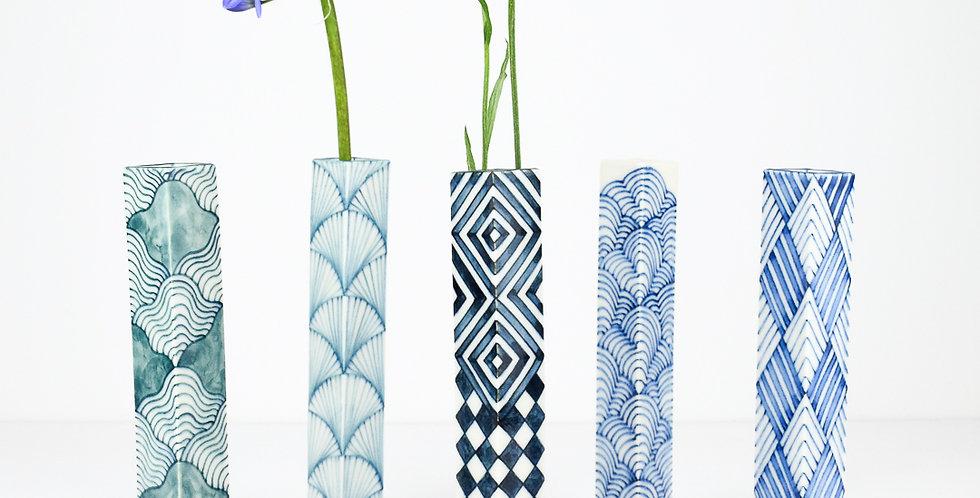 Single flower vase Medium by Miyu Kurihara