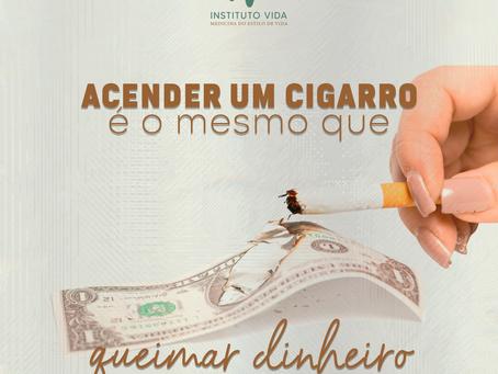 Acender um cigarro é o mesmo que queimar dinheiro!