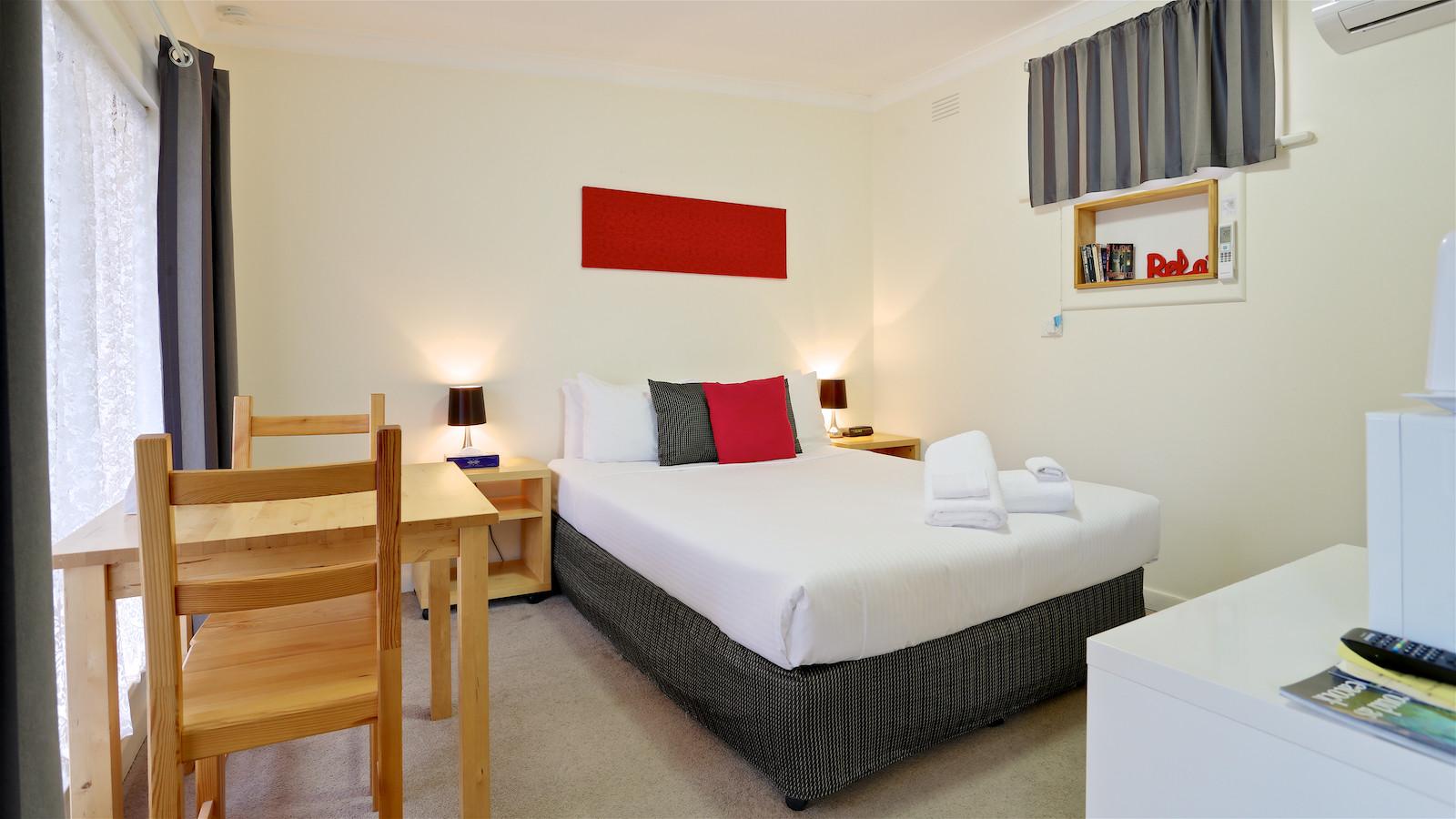 Euroa Motor Inn Queen Room
