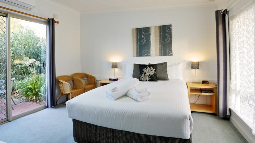 Euroa Motor Inn Courtyard Suite