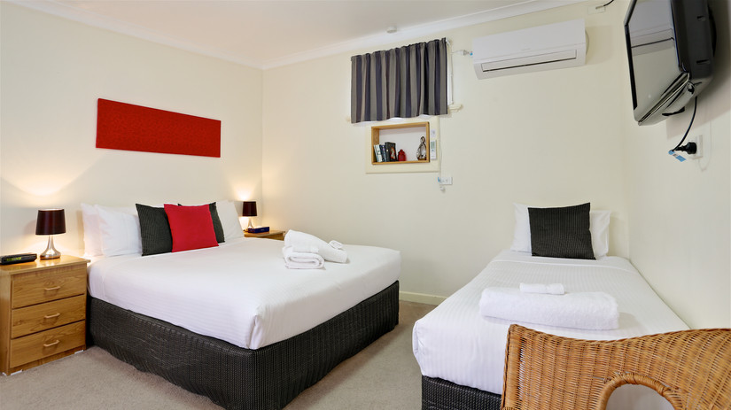 Euroa Motor Inn Triple Room
