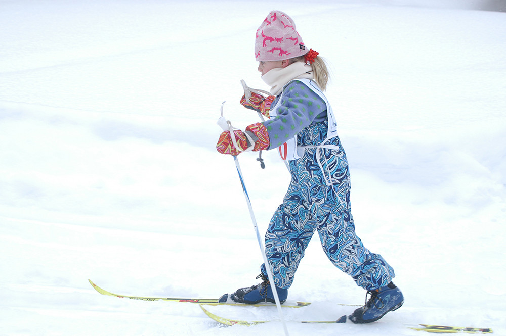 Child skiing in contest.jpg