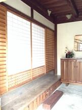 玄関 天井にはツバメの巣 大阪 泉佐野のデコ巻き寿司  うずまきこ 古民家つばめ教室
