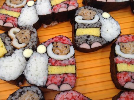 プレゼントサンタのデコ巻き寿司