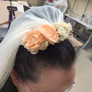 I stitched flowers to the comb.