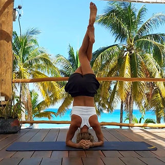 lauraholmesyogastretchprivatelessonsgrou