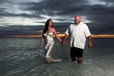 photoshoot_engagement_wedding_islamujeres_claudiaHa_family_sunset_coupleshoot_photos.jpeg