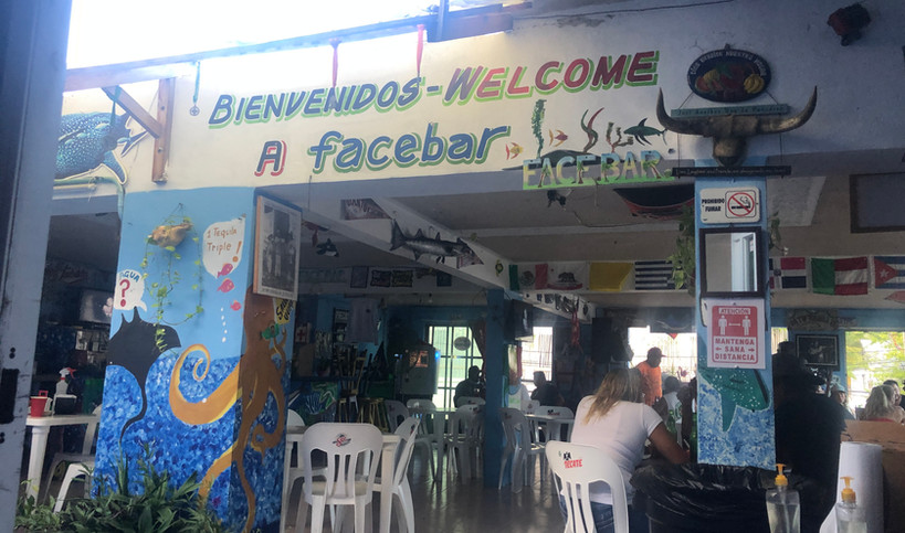 EM-Facebar-islamujeres-bar-drinks-food-t