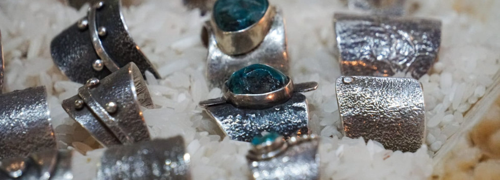 rings-stones-leatherstrap-maderagallery-