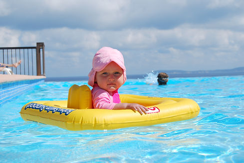 play-vacation-swimming-pool-child-leisur