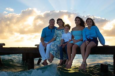 photoshoot_engagement_wedding_islamujeres_claudiaHa_family_sunset.jpeg