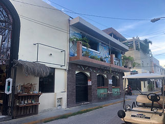 EM-facebar-outsideislamujeres-bar-drinks